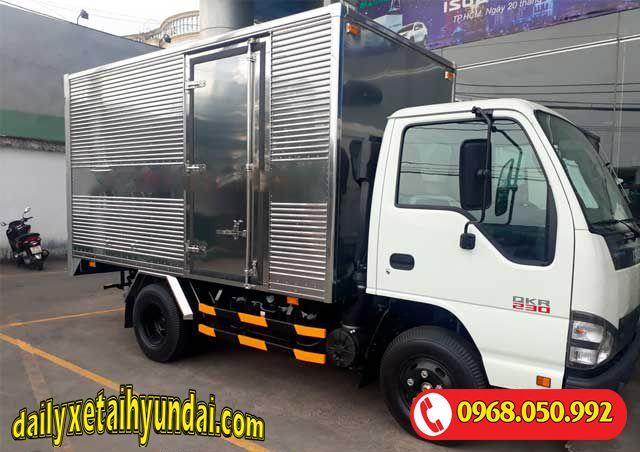 Xe tải isuzu 2.4 tấn thùng kín