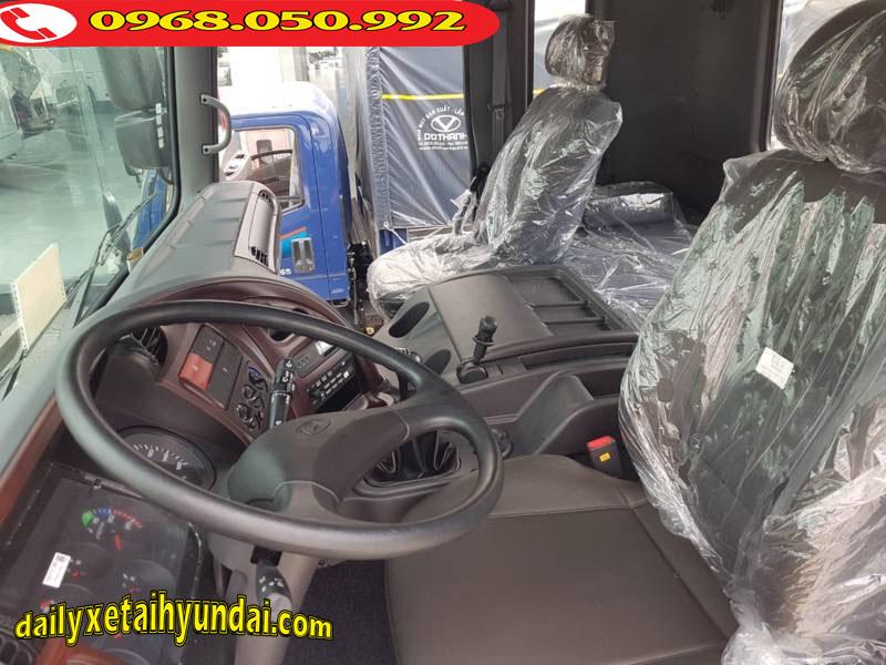 Nội thất đầu kéo Hyundai HD1000
