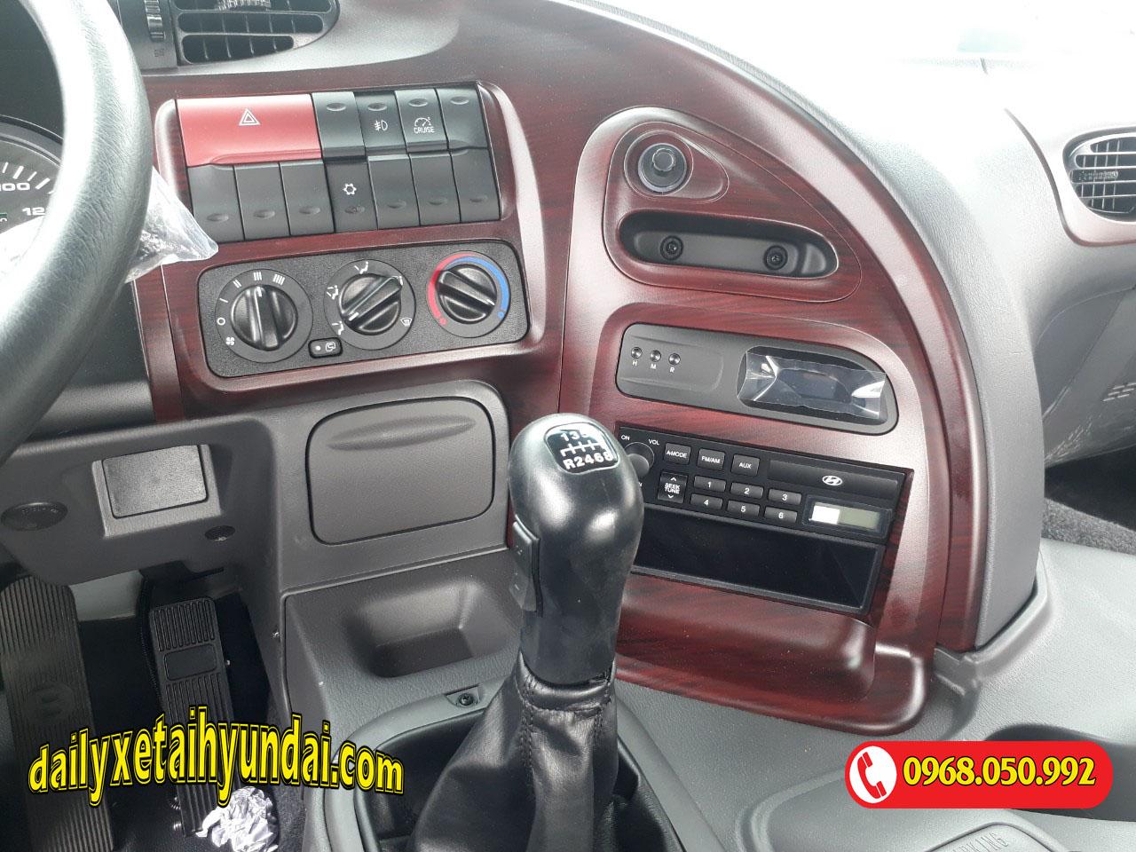 Bảng điều khiển đầu kéo Hyundai HD1000